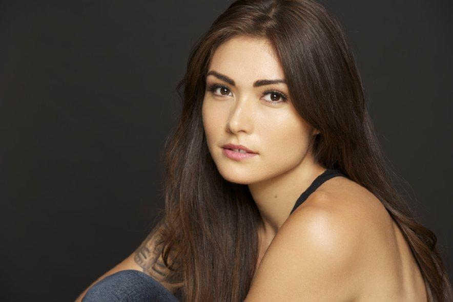 Daniella Pineda body measurements botox boob job