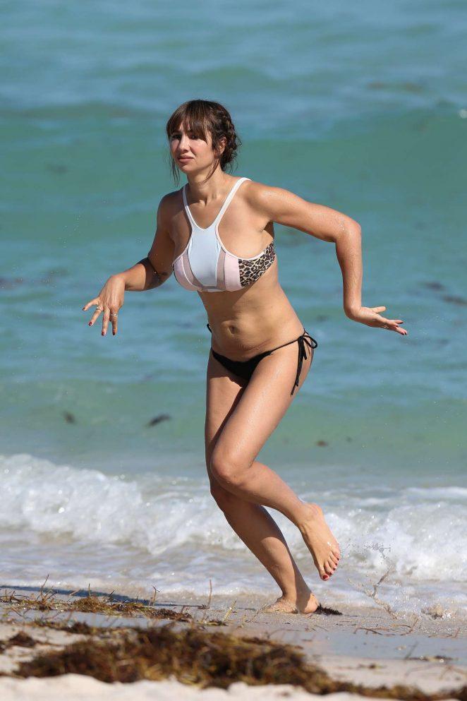 Jackie Cruz body measurements